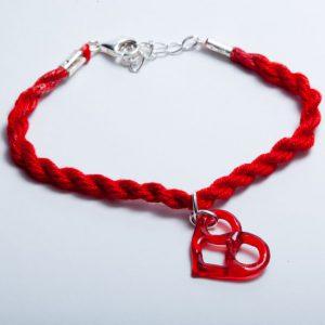 Armband met rood epoxy hart en oneindigheidsteken