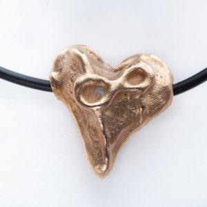 Hanger met bronzen hart met lijnenspel en oneindigheidsteken